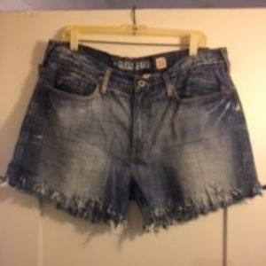 SOLD !  GUESS SHORTS SIZE 36